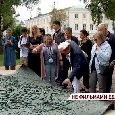 В самом центре Ярославля высадился внушительный режиссеро-актерский десант