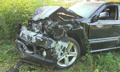 Обломки по всей дороге: в страшной аварии в Ярославле пострадали три человека
