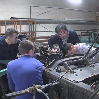 Студенты восстанавливают уникальную машину ярославского производства к годовщине Победы