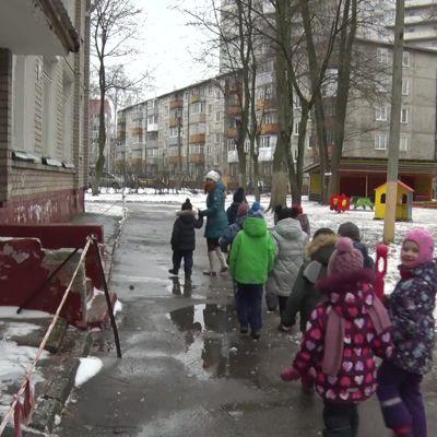 Детям пришлось прятаться на веранде: подробности хулиганских выходок подростков в ярославском детском саду