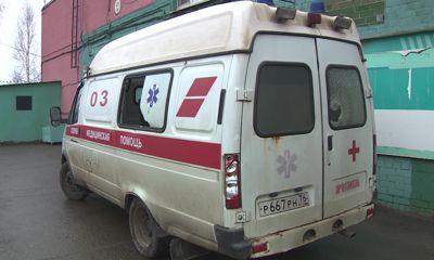 Пьяный ярославец металлической трубой расколотил автомобиль медиков, приехавших к нему на помощь