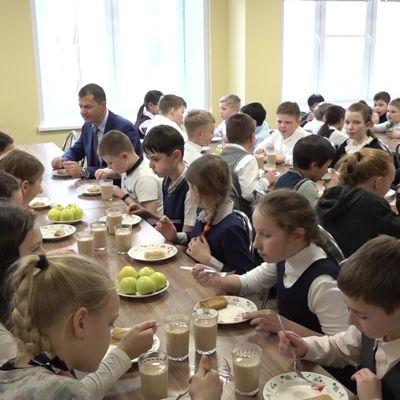 Эксперт из Бразилии оценил блинчики в школьных столовых Ярославля и захотел привезти рецепт на родину