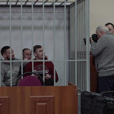 Улыбались на камеру до прихода судьи: в Ярославле начали слушать дело об избиении заключенного в колонии №1