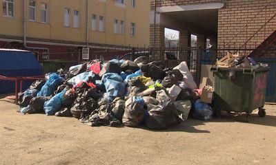 В центре Ярославля появилась бесхозная свалка мусора: кто должен ее ликвидировать