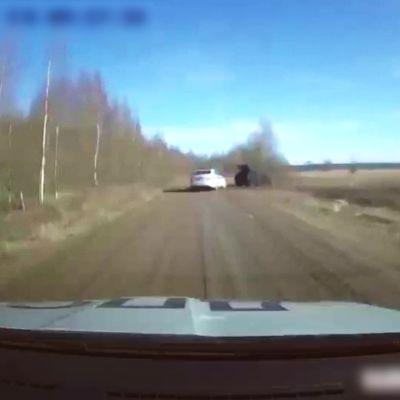 Рыбинским полицейским пришлось прострелить колеса пьяному водителю во время погони