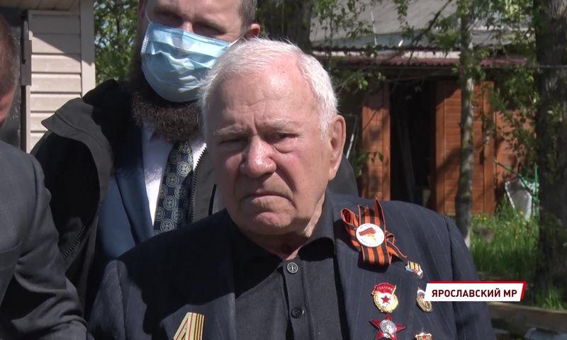 В доме ярославского ветерана Михаила Пеймера бесплатно заменили крышу
