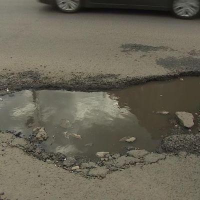 Активисты регионального штаба ОНФ отправились в рейд по ямам на дорогах Ярославля