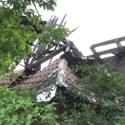 На улице Заливной в Ярославле огонь уничтожил часть жилого дома