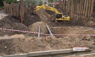 В Угличе продолжается реконструкция канализационного коллектора
