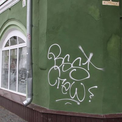 В центре Рыбинска от рук вандалов пострадали три десятка зданий