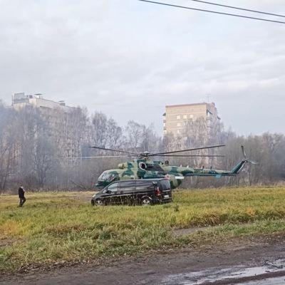 Во Фрунзенском районе сел военный вертолет Ми-8