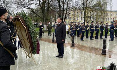 Дмитрий Миронов возложил цветы к Вечному огню и поздравил ярославцев с Днем Победы