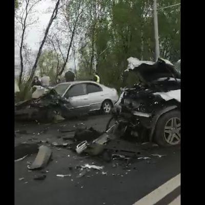 В массовом ДТП на Полушкиной Роще в Ярославле пострадали три человека