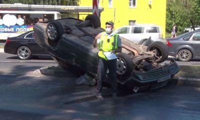 Стали известны причины аварии у Октябрьского моста в Ярославле, где перевернулся «Мерседес»