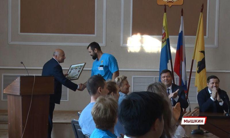 В Ярославской области медикам мобильных бригад вручили памятные дипломы