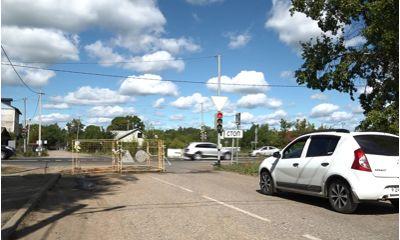 В Ростове водопроводный котлован закрыл пол перекрестка с федеральной трассой