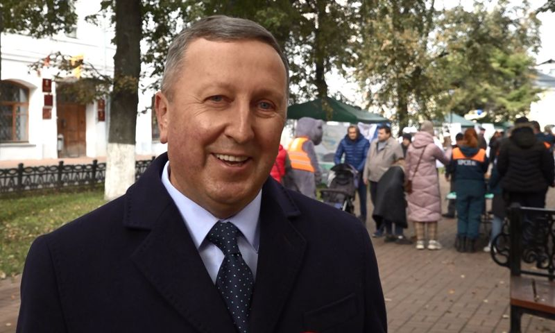 В рамках празднования Дня города Ярославля сенатор Сергей Березкин посетил ярмарку НКО