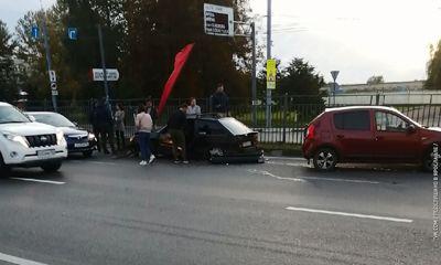 В Ярославле в День города легковушка раскурочила забор