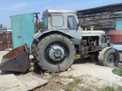 Позаимствовали трактор