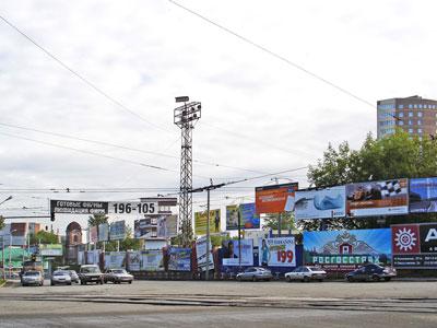 Уличная реклама под вопросом