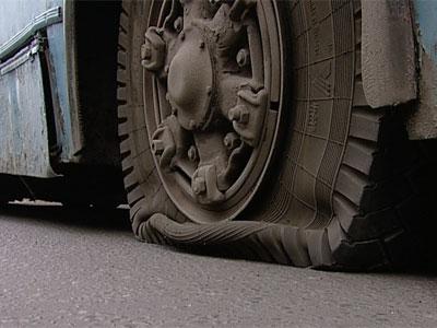 У троллейбуса взорвалось колесо Видео