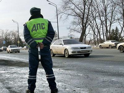 Сотрудники милиции спасли на дороге женщину