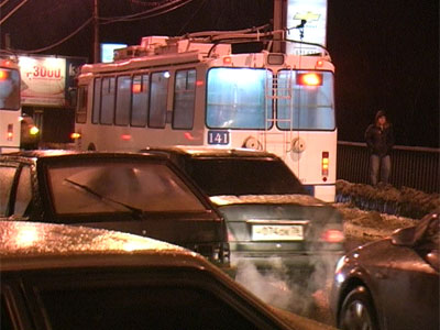 Столкнулись пять легковых автомобилей и троллейбус