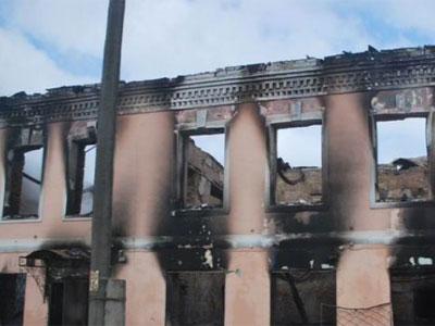 В Петровске сгорело здание бывшего кафе