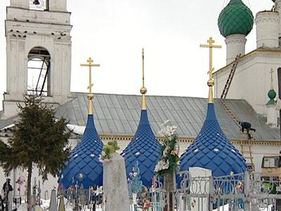 В храме меняют купола
