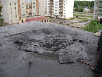На крыше дома взорвался баллон с газом