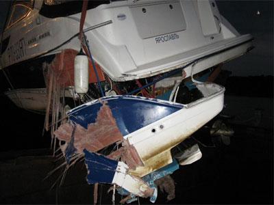 Катер врезался в сухогруз: один человек погиб