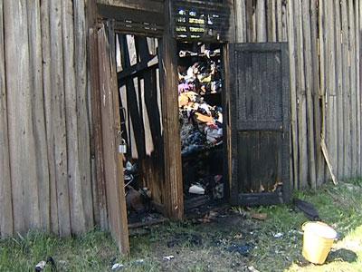 Сгорели хозяйственные постройки