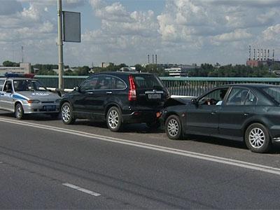 На Октябрьском мосту столкнулись 5 автомобилей