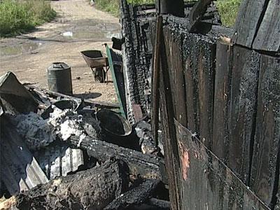 Сгорели минимаркет и овощехранилище