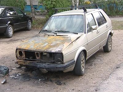 Автомобили продолжают гореть