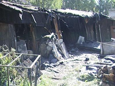 На улице Суздальской сгорели сараи