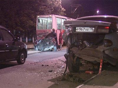 Столкнулись пять автомобилей и трамвай