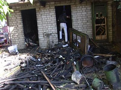 В Кировском районе сгорели сарайки
