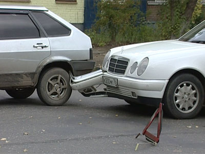 Авария на улице Добрынина: столкнулись 3 автомобиля