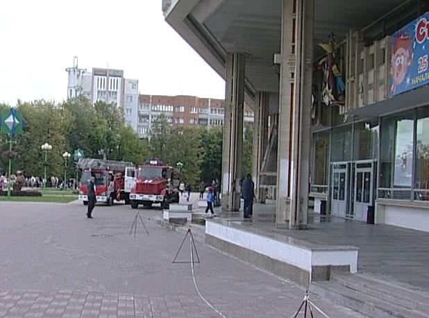 Эвакуация зрителей ТЮЗа