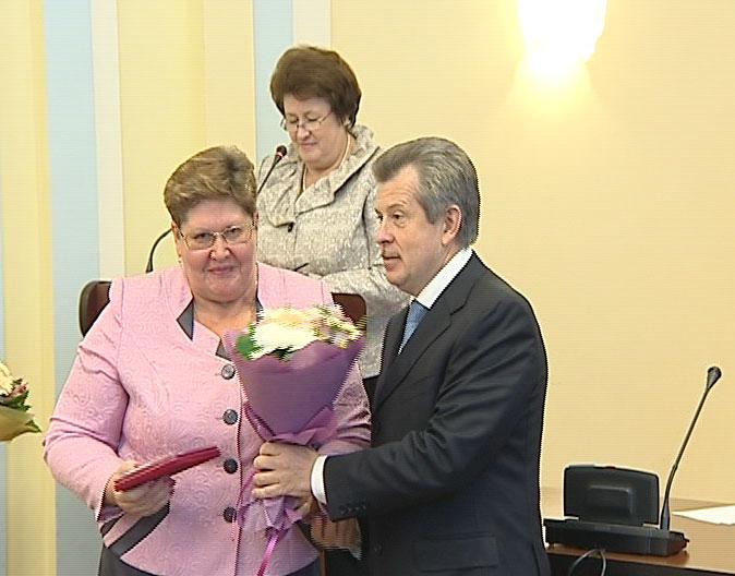 Губернатор поздравил учителей