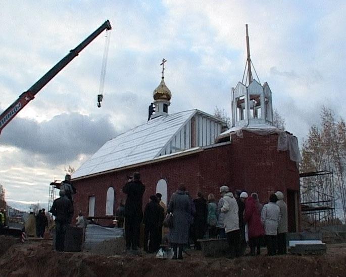 Освятили купола на храме Ярославской иконы Божьей Матери