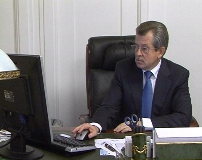 Губернатор провел интернет-конференцию