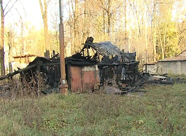 Сгорели деревянные сараи по улице Радищева