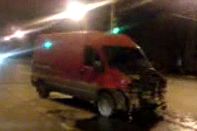 На Московском столкнулись «Жигули» и микроавтобус