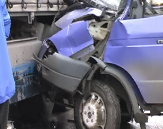На улице Промышленная столкнулись грузовик и «ГАЗель»