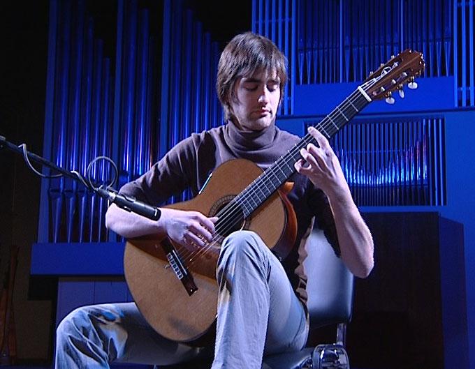 В Ярославле на гастролях гитарист-виртуоз