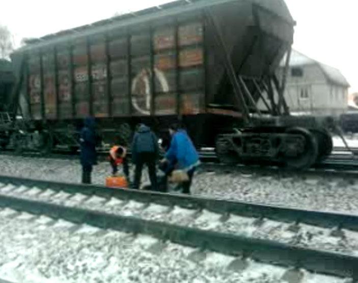 Мужчина попал под товарный поезд