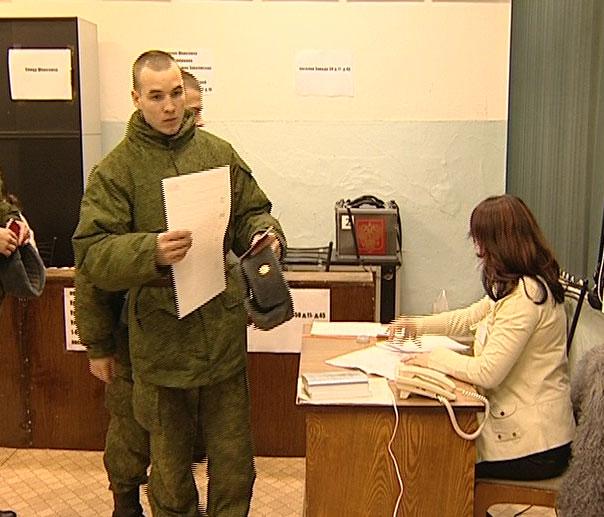 Солдаты голосовали вместе со всеми горожанами