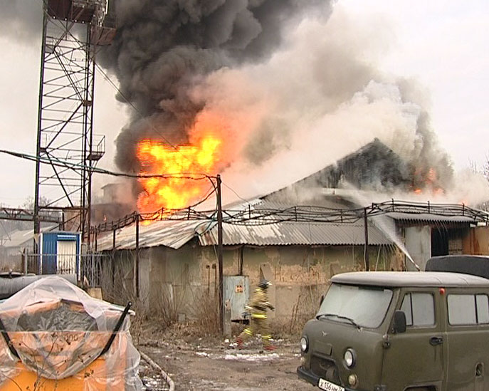 Сгорели склады во Фрунзенском районе
